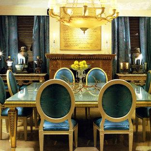 Idee per una sala da pranzo tradizionale chiusa e di medie dimensioni con pareti beige e nessun camino