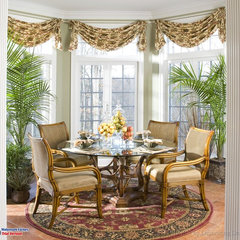 traditional dining room by Barbara Pettinella