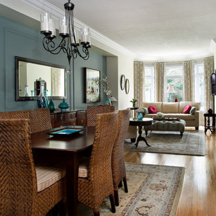 Example of a classic great room design in Toronto