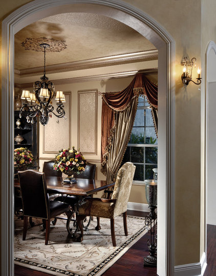 traditional dining room by Myriam Payne