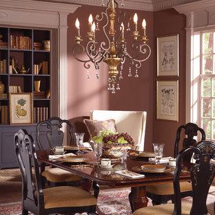 Idee per una sala da pranzo tradizionale con parquet scuro e pareti rosa