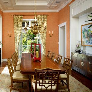Ispirazione per una sala da pranzo tradizionale con pareti arancioni