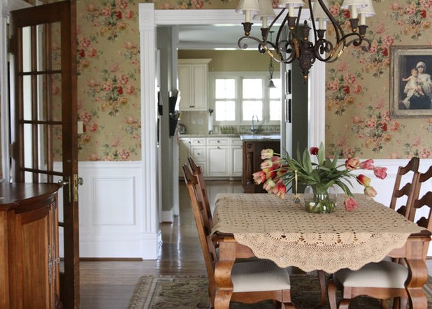 Travel takeaways decorating lessons from a lavish paris hotel for Best wallpapers for dining rooms