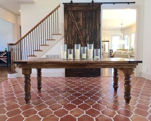 klassische esszimmer mit terrakottaboden design ideen. Black Bedroom Furniture Sets. Home Design Ideas