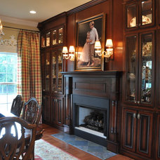 Traditional Dining Room Traditional home