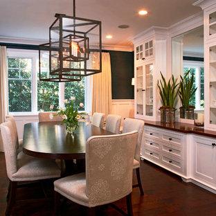 Imagen de comedor clásico, de tamaño medio, cerrado, sin chimenea, con paredes negras y suelo de madera oscura
