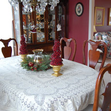 Traditional Dining Room by Julie Murray
