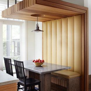 Ispirazione per una sala da pranzo aperta verso la cucina moderna con parquet scuro