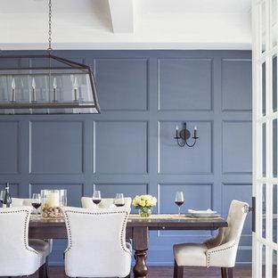 Ejemplo de comedor clásico renovado, grande, cerrado, sin chimenea, con paredes azules y suelo de madera oscura