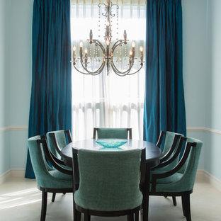Ejemplo de comedor clásico renovado, de tamaño medio, sin chimenea, con paredes azules y suelo de mármol