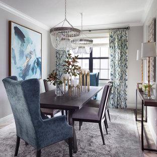Foto di una sala da pranzo aperta verso il soggiorno classica di medie dimensioni con pareti beige, pavimento con piastrelle in ceramica e pavimento grigio