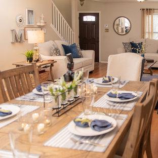 Immagine di una sala da pranzo classica di medie dimensioni e chiusa con pareti beige, pavimento in laminato e pavimento marrone