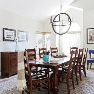 Inspiration för en mycket stor vintage matplats med öppen planlösning, med grå väggar, mellanmörkt trägolv, en standard öppen spis och en spiselkrans i trä