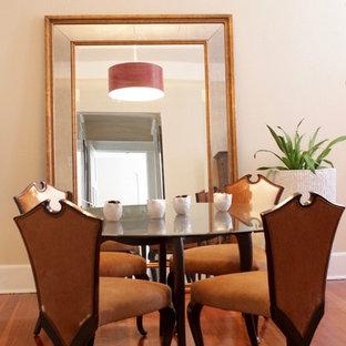 Foto de comedor clásico renovado, pequeño, cerrado, con paredes beige, suelo de madera en tonos medios y chimenea tradicional