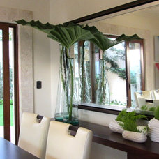 Tropical Dining Room by Berezowski & Asociados