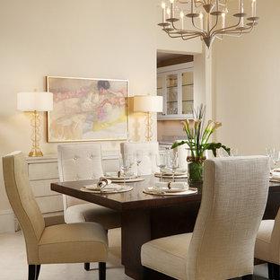 Idee per una sala da pranzo tradizionale con pareti beige e pavimento in gres porcellanato
