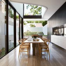 Modern Dining Room by Smart Design Studio