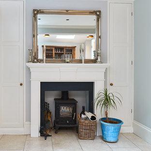 Foto de comedor de cocina campestre, pequeño, con paredes blancas, suelo de baldosas de cerámica y estufa de leña