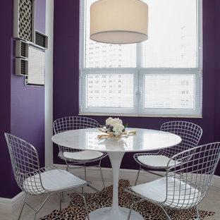 Inspiration pour une salle à manger design avec un mur violet.