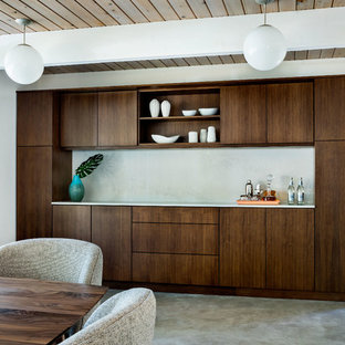 ポートランドの中サイズのミッドセンチュリースタイルのおしゃれなダイニングキッチン (白い壁、コンクリートの床) の写真
