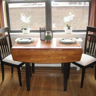 Cette image montre une petit salle à manger traditionnelle avec un sol en bois clair et un sol orange.