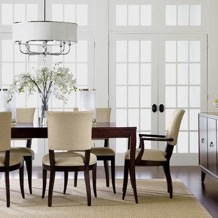 Esempio di una grande sala da pranzo aperta verso il soggiorno chic con nessun camino, pareti gialle, parquet scuro e pavimento marrone