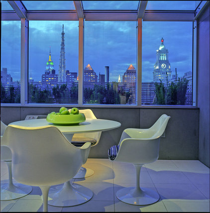 Kitchen by Studio ST Architects, P.C.