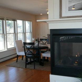 ボストンの中サイズのビーチスタイルのおしゃれなダイニングキッチン (白い壁、無垢フローリング、両方向型暖炉) の写真