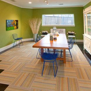 Ejemplo de comedor minimalista con paredes verdes