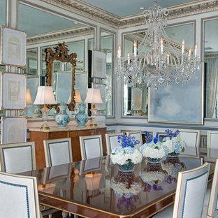 Esempio di una grande sala da pranzo shabby-chic style chiusa con pareti blu, parquet scuro e nessun camino