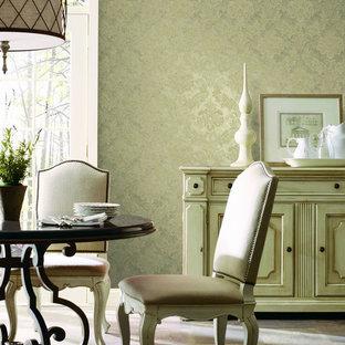 Ispirazione per una sala da pranzo vittoriana con pareti beige