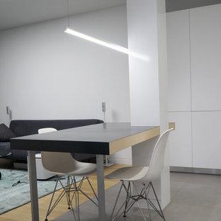 Foto de comedor de cocina minimalista, pequeño, con suelo de baldosas de porcelana, suelo gris y paredes blancas