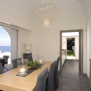 Ispirazione per una sala da pranzo mediterranea
