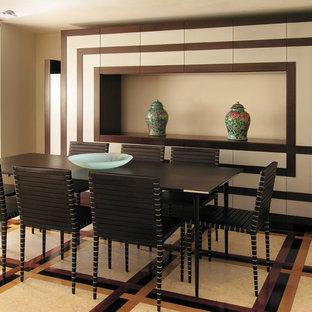 Idee per una sala da pranzo aperta verso il soggiorno moderna di medie dimensioni con pareti beige e pavimento in marmo