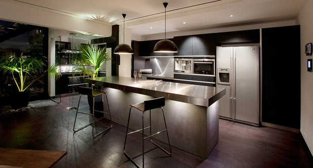Modern Dining Room by Abraham John ARCHITECTS