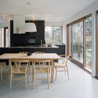 Idéer för ett mellanstort nordiskt kök med matplats, med betonggolv och vita väggar