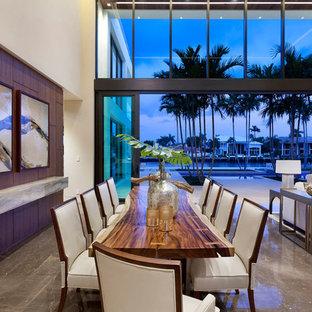 マイアミの広いモダンスタイルのおしゃれなLDK (ベージュの壁、大理石の床、横長型暖炉、石材の暖炉まわり) の写真
