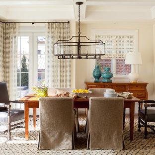 Idee per una sala da pranzo classica con pareti beige