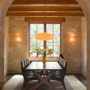 Inspiration för mellanstora medelhavsstil separata matplatser, med beige väggar och betonggolv