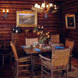 Diseño de comedor rural, pequeño, con paredes marrones