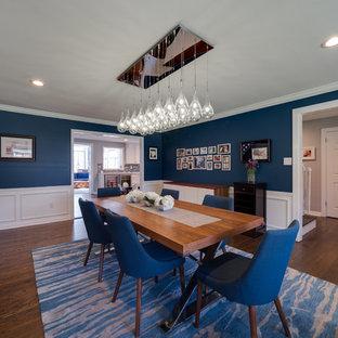 Idéer för att renovera en stor vintage separat matplats, med blå väggar, mörkt trägolv, en standard öppen spis, en spiselkrans i sten och brunt golv