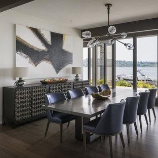 Ispirazione per una sala da pranzo contemporanea con pareti bianche, pavimento marrone e parquet scuro