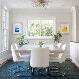 Ispirazione per una sala da pranzo classica con pareti bianche, moquette e pavimento blu