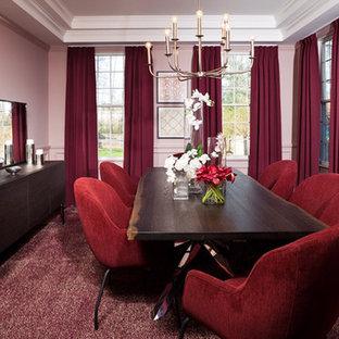 ニューヨークの中くらいのミッドセンチュリースタイルのおしゃれなダイニングキッチン (ピンクの壁、濃色無垢フローリング、茶色い床) の写真