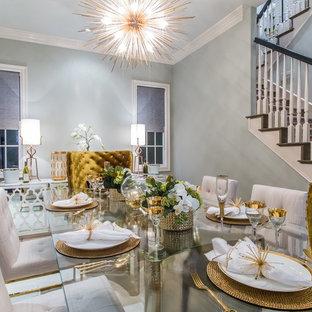 Idee per una sala da pranzo aperta verso il soggiorno design di medie dimensioni con pareti grigie, nessun camino, pavimento in travertino e pavimento beige
