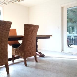 Immagine di una sala da pranzo minimal chiusa e di medie dimensioni con pareti bianche, pavimento in sughero e nessun camino