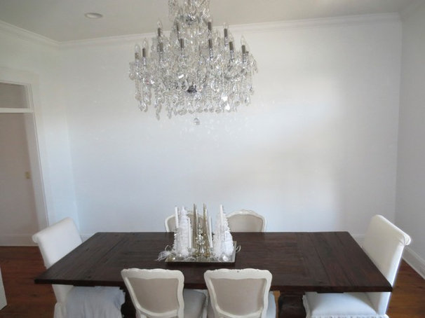 Traditional Dining Room White dining room