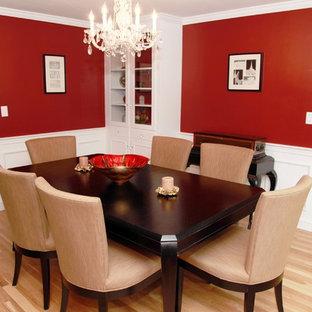 Idéer för en mellanstor klassisk separat matplats, med röda väggar och ljust trägolv