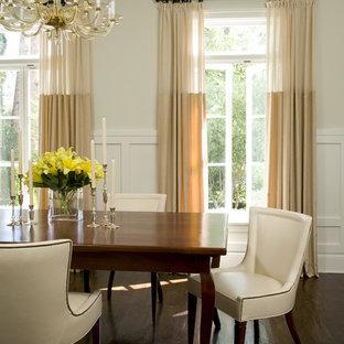 Idee per una sala da pranzo tradizionale con pareti beige e parquet scuro