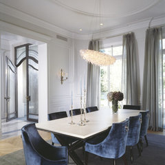 modern dining room by Studio William Hefner